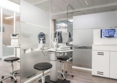 Voruntersuchung für Sehtests und Augeninnendruckmessung